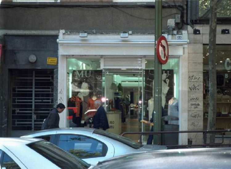 2001 Madrid, Local Comercial Bravo Murillo 145.