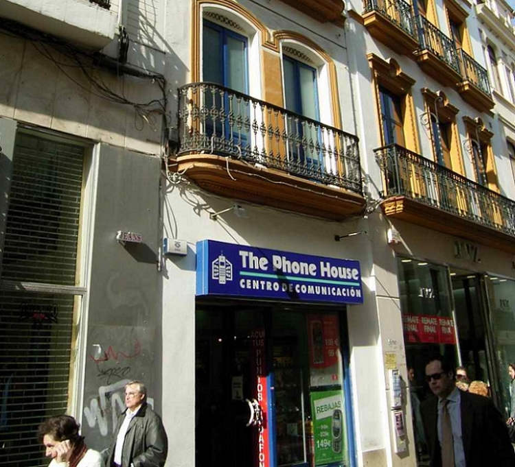 2000 Sevilla, Local Comercial Sierpes 44.
