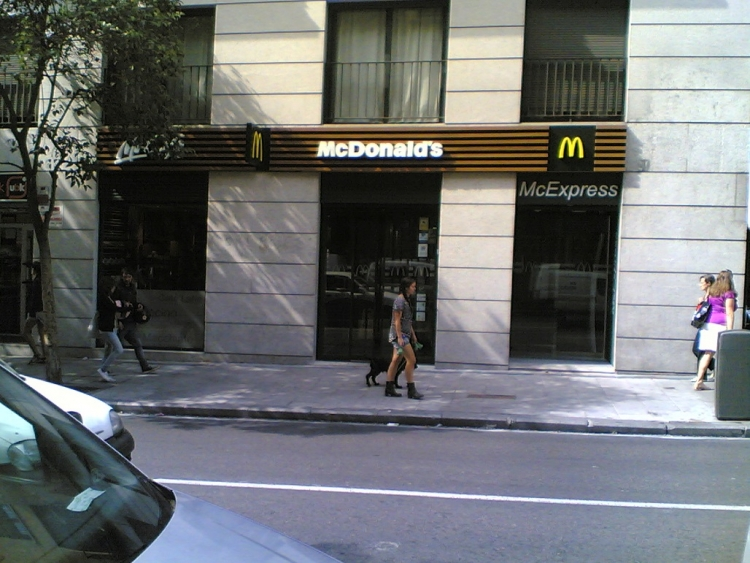 2012 Madrid, Local Comercial Fuencarral 103.